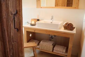 modernes Badezimmer im Chalet Tannenhof