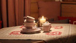 Urlaub in den Bergen und eine herrliche Tasse Tee aus Gmundner Keramik ist wunderbar