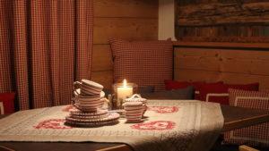 """Urlaub in den Bergen und eine herrliche Tasse Tee aus Gmundner Keramik ist wunderbar gemütliches Studio """"klein-fein"""""""