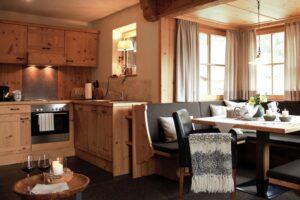 Panorama-Chalet-Appartement Küche und Erker